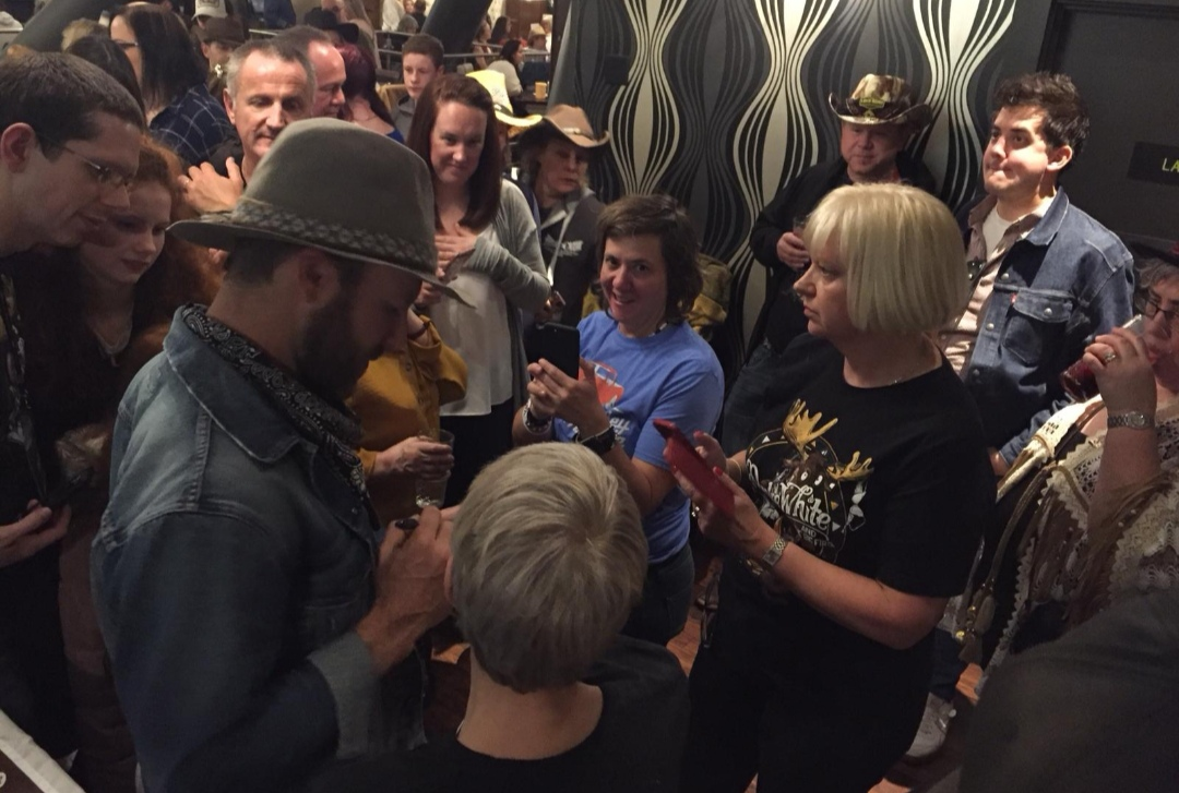 Signing some autographs